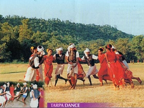 adivasis-warlis-village-dance